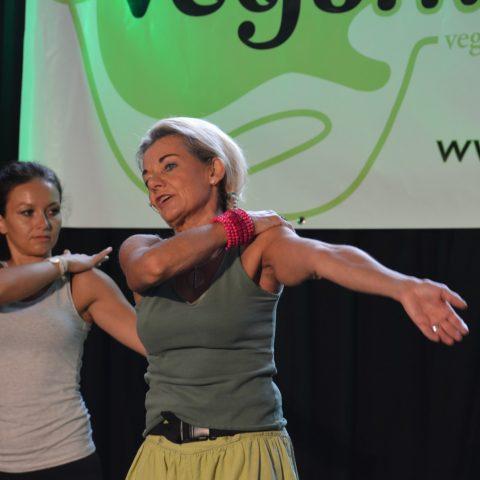 Veganmania Aarau – Standing Yoga Session zum Auftakt des Festivals